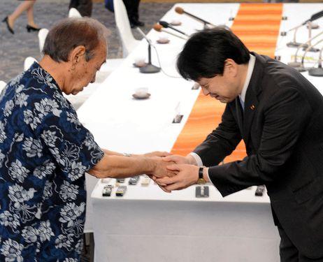 Okinawa Governor, Hirokazu Nakaima, meets Japan Defense Minister, Itsunori Onodera
